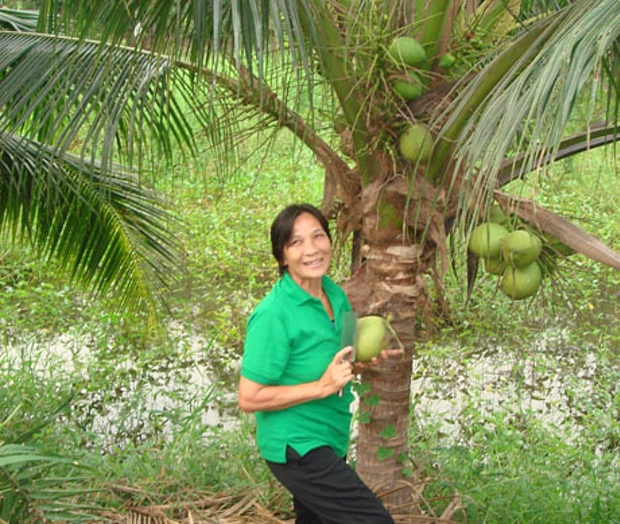 Coconut-for-breakfast-at--001