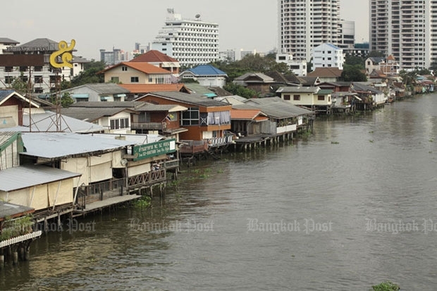 It is hoped the proposed riverside promenade, stretching through Pathum Thani, Nonthaburi, Bangkok and Samut Prakan provinces, will boost transport connectivity and ease flooding during the rainy season, but locals worry their livelihoods will be affected. (Bangkok Post file photo)
