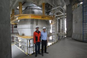 Xuan Thanh Cement Manufacturing Vice Director Nguyen Quang Trung, right, with Konecranes Vietnam Sales Manager Huynh Thanh Thien