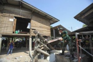 An earthquake damages houses in Mae Lao district in Chiang Rai on May 8, 2014.